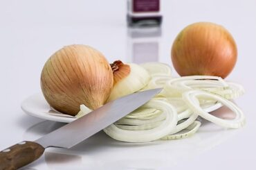 How to store cut onion in the refrigerator